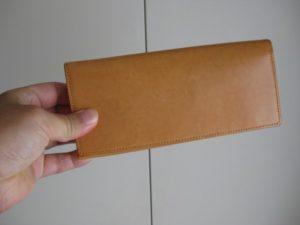 年々色味が変わっていくココマイスターの長財布パティーナ(ナチュラル)